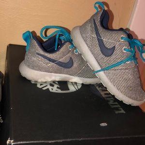 Kids Nike Roshe size 8